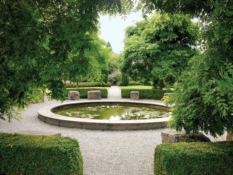 This Irish garden illustrates the style of designer Arthur Shackleton.