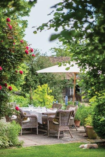 outdoor dining area in gardens of Sharon Santoni