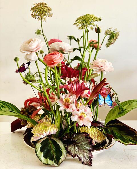 Pin frog flower arrangement