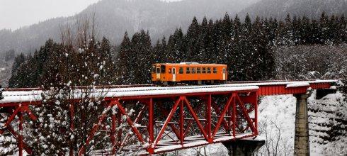 【一個人旅行】東北賞雪☃冬の夢幻秋田內陸線追火車攻略分享!