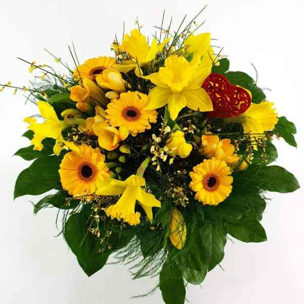 Frühlingsstrauß in gelb mit Herz