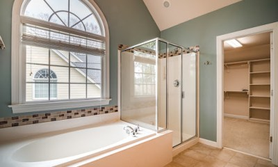 cleaning-sliding-shower-doors
