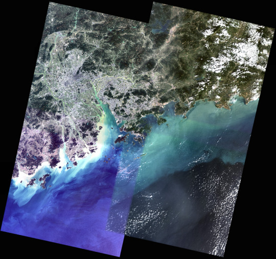 Piecing together satellite images