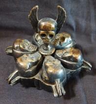 Skull container (closed)