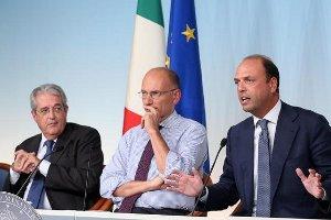 Il Presidente Letta con i Ministri Saccomanni e Alfano