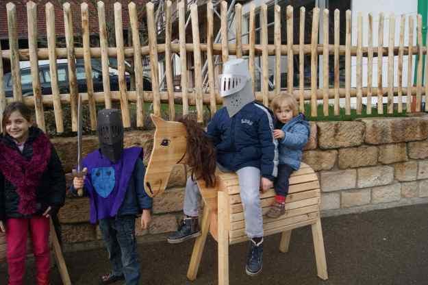 Pferd mit Kindern
