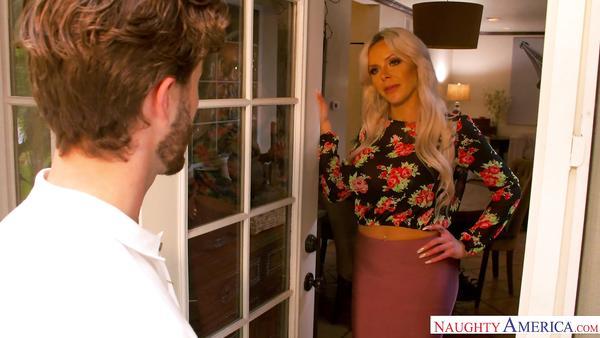 Nina Elle yakışıklı adam ile evinde sikişirken