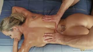 Brandi love etkilendiği masajcıdan kendisini sikmesini istiyor
