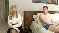 Bakir erkek üvey annesinin önünde milli oluyor