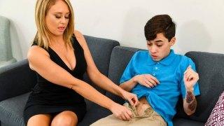 Naughty America – Komşusunun oğlu ile sikişen milf sürtük