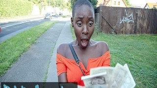 Afrikalı kadınla sikişiyor piç