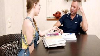 Genç amatör kız sikilmek için yalvardı