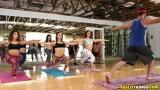 Günün bonusu bir yoga pornosu