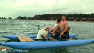 Herşey tamamda göl ortasında sikişmek ne