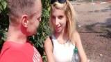 Sokakta tanıştığı çılgın kadın ile sikişiyor