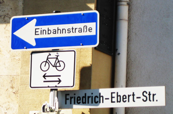 einbahnstrasse - one way street
