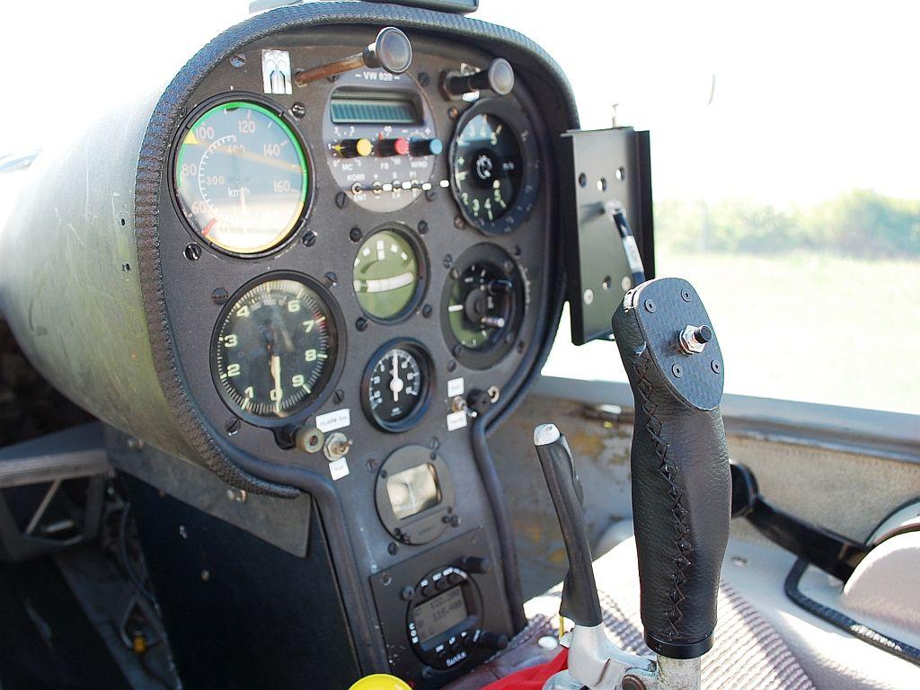 Astir CS 77 D-2901 Cockpit