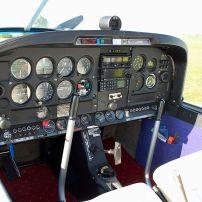 Remorqueur DR400 D-EHDR Cockpit