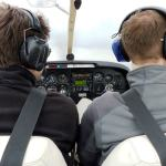 Piloten im Cockpit Remorqueur