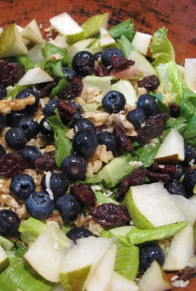 Healthy & Delicious Blueberry, Pear & Chicken Salad