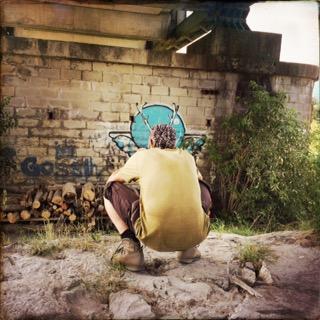 Irgendlink fotografiert ein Grafitto.