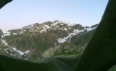 Der erste Blick, morgens aus dem Zelt. Kalt ist es.