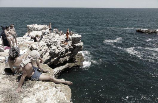 sarituri in mare de pe faleza_Bulgaria