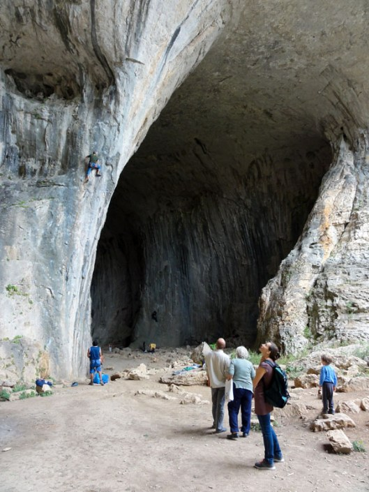 interior pestera karlukovo escalada, climbing in Karlukovo