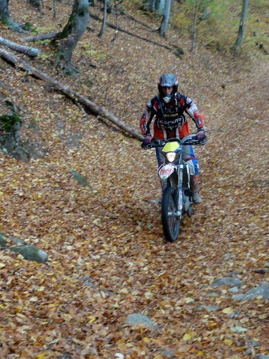 motociclisti munte padure