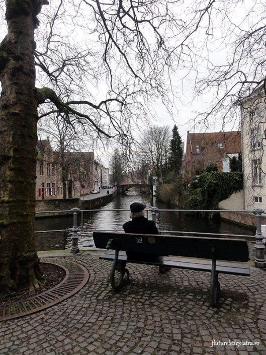 bruges canal walk tourist
