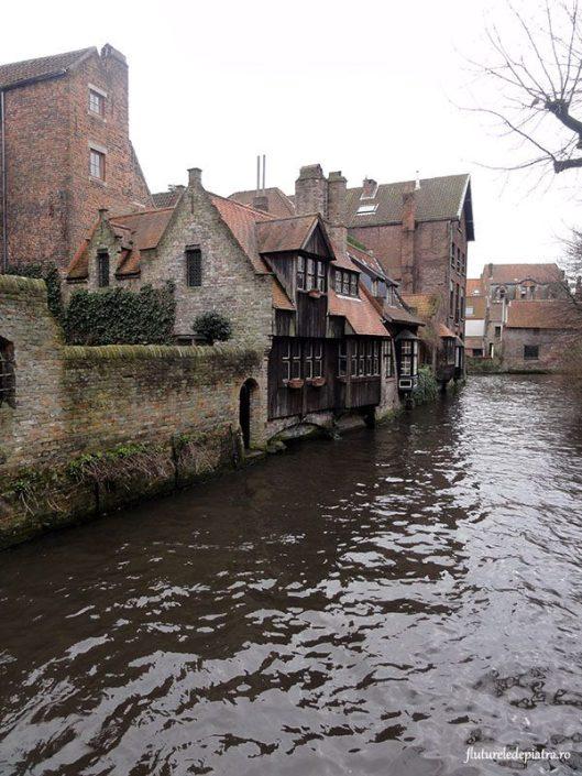 canal navigabil brugge belgia
