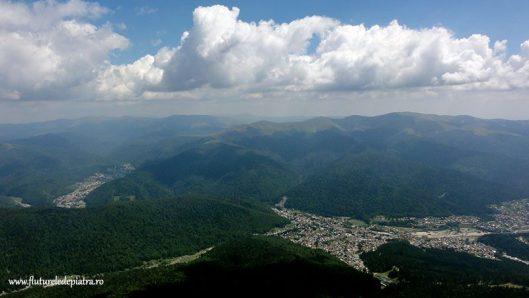 panorama orasul Busteni din Bucegi