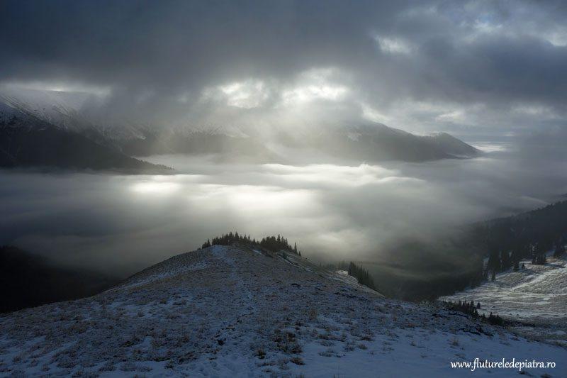 lumina prin nori și ceata, muntii fagaras
