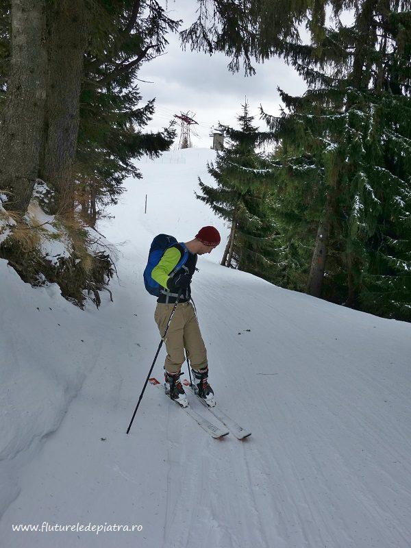 bifurcația unde începem urcarea pe lângă pârtie, cota 2000, schi de tura sinaia