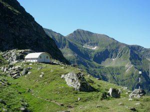 refugiul Fereastra Zmeilor muntii fagarasului