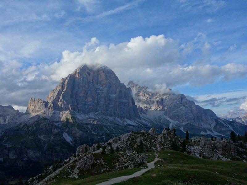 Tofana di Rozes intra in nori, la munte in Dolomiti