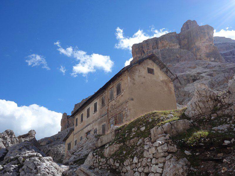 Rifugio Cantorf abandonat. Fostă reședință militară din Primul Razboi Mondial