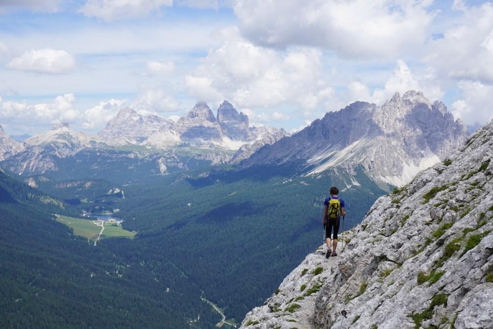 priveliște către fețele nordice ale Tre Cime di Lavaredo, Dolomiți