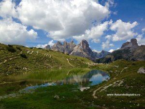 lac superb din alpii dolomiti, italia