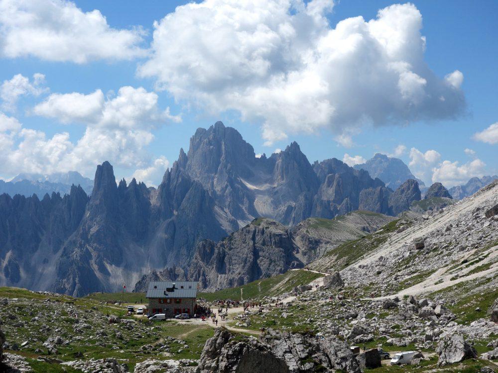 Refugiul Lavaredo, Alpii Dolomiți, cel mai apropiat de tre cime di lavaredo