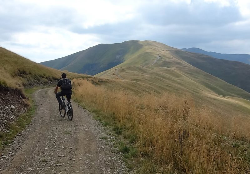 culmile line ale Munților Baiului traseu bicicletă