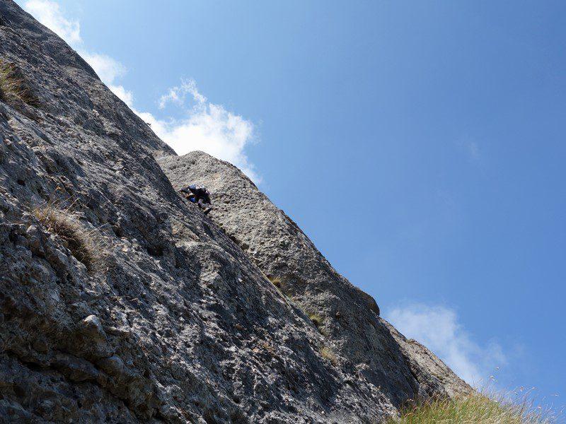diedrul căzut din traseul Poseidon, Peretele Coștilei, alpinism romania muntii bucegi