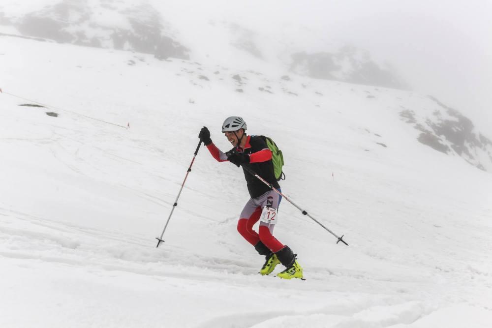 Nușu pe schi de tură/schi alpinism