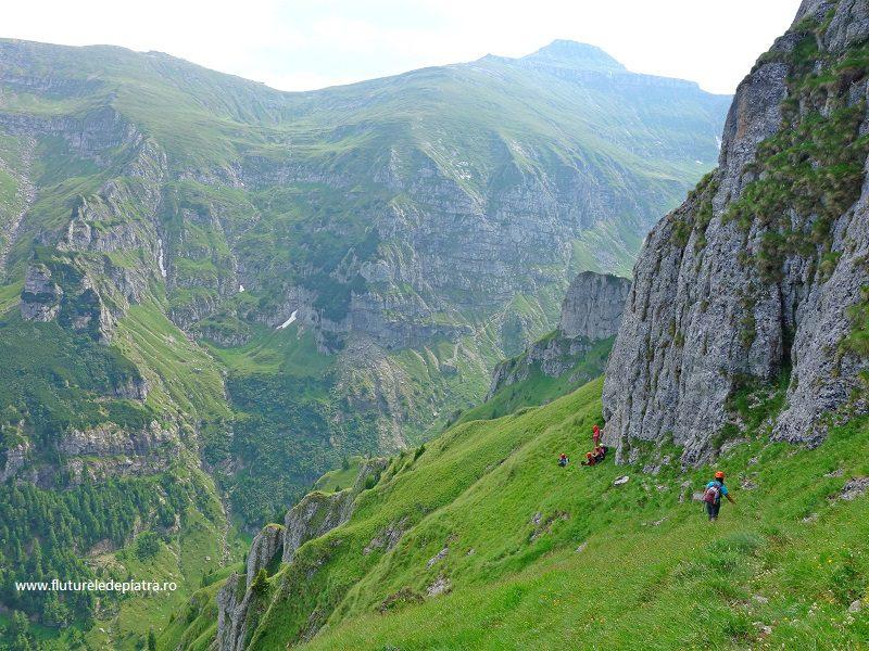 Brâul Acelor, traseu nemarcat pe sudul Morarului