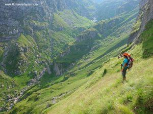coborâre pe Brâul Acelor, spre Valea Cerbului