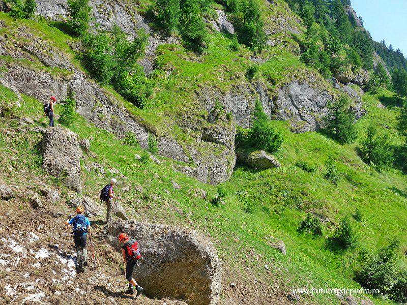 intarea pe Brâul de Jos al Masivului Morarului, nemarcat muntii bucegi