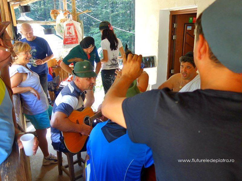 cântare și veselie la John și Cabana Cheia, parcul național buila-vânturarița