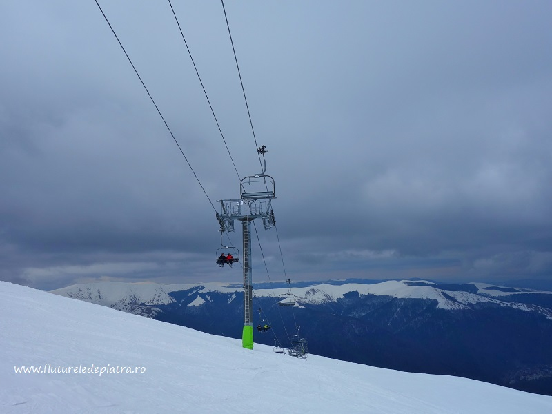 teleschiul care urcă între cota 1400 - 2000 spre Platoul Bucegi, schi de tură