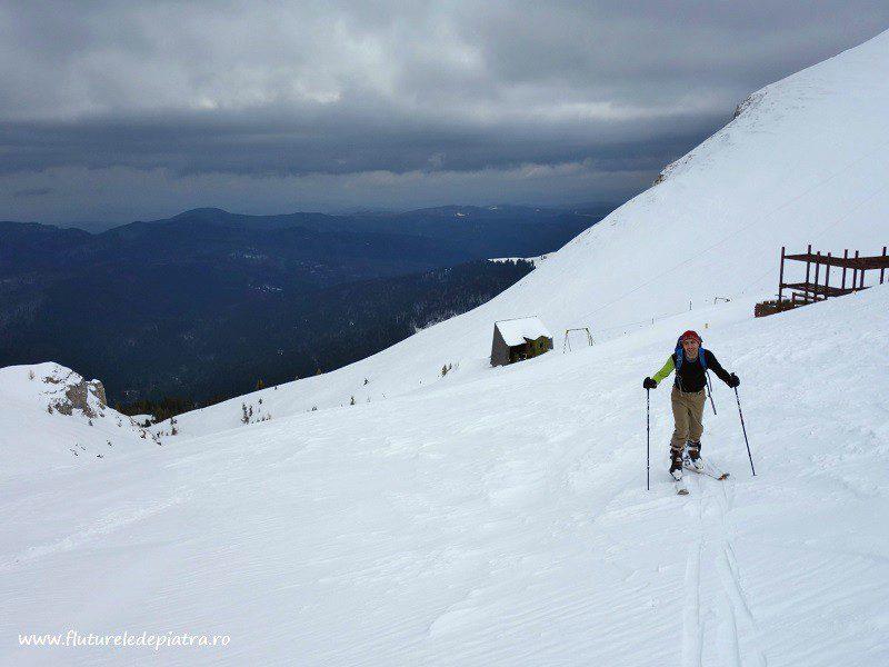 urcare pe schiuri de tură spre Platoul Bucegi, cabana cota 2000
