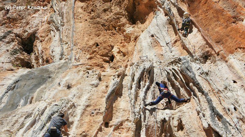 escaladă pe coloane în Antalya, Turcia iarna